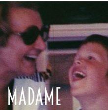 MADAME – Emanzipationsgeschichte zwischen einem schwulen Enkel und seiner Grossmutter – SEHENSWERT!