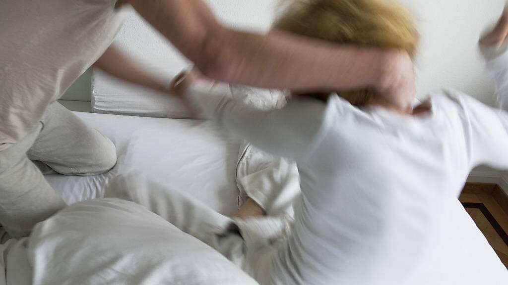 Umfrage: Jede fünfte Frau soll Opfer von sexueller Gewalt sein